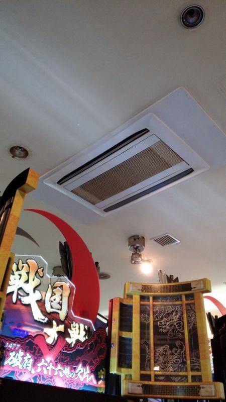 三菱電機業務用エアコン修理 エラーコード・P6 天カセ2方向マルチタイプ ゲームセンター設置