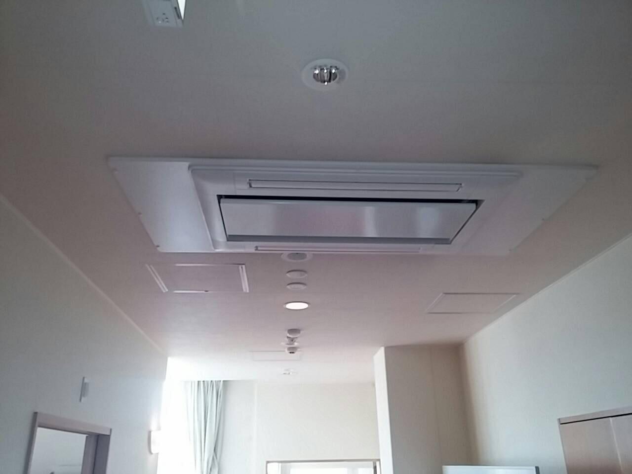 日立 業務用エアコン修理 天カセ2方向リニューアル工事 施工日2016年8月1日
