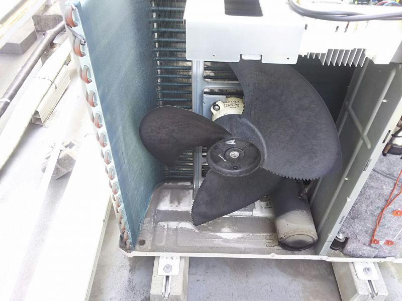 日立 業務用エアコン エラーコード「57」修理工事 天井埋込4方向吹き出しタイプ 施工日2016年9月28日